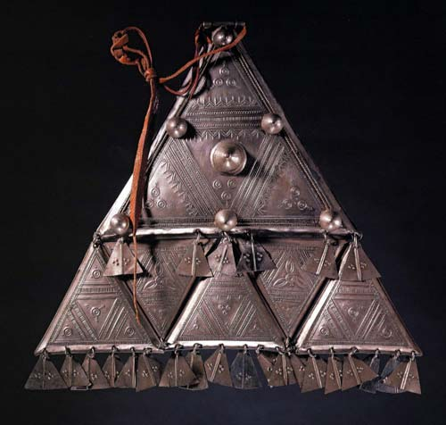 The art of being tuareg art of being tuareg sahara nomads in a pectoral pendant mozeypictures Images