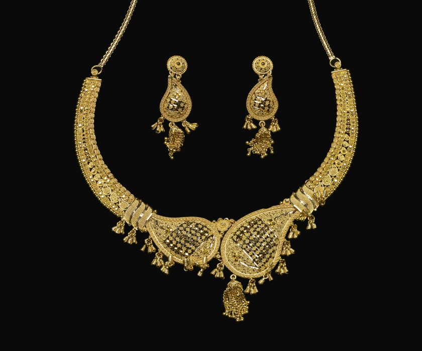 Necklace and earrings ensemble