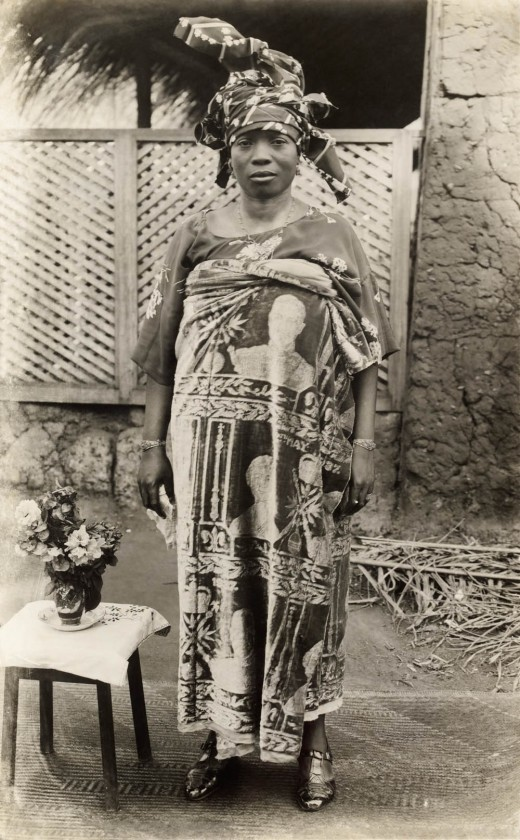 Daughter of Oba Eweka II wearing commemorative textile from coronation of King George VI, May 1937