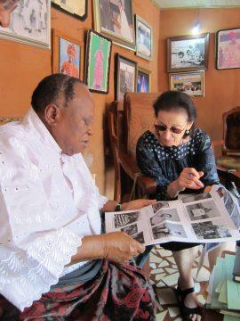 Flora Kaplan identifies Alonge photographs with Chief David Edebiri
